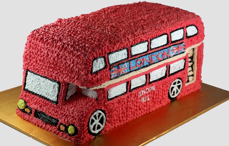 bánh sinh nhật tạo dáng theo hình ô tô ngộ nghĩnh