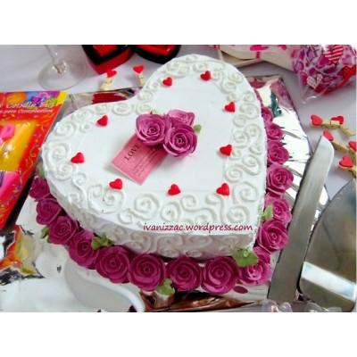 Bánh tim hoa tình yêu mã B345