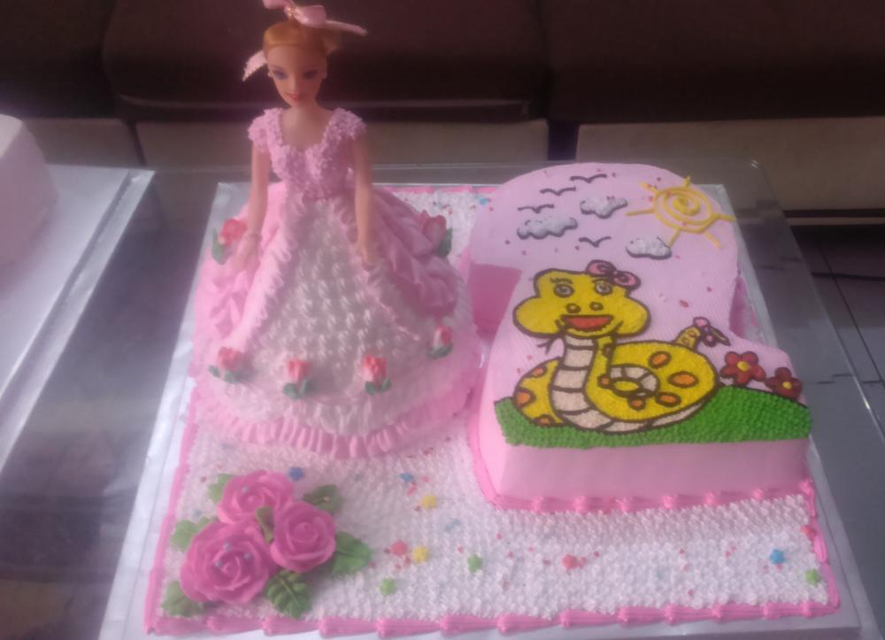 Bánh sinh nhật công chúa mã B4727