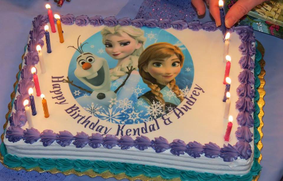 Bánh kem in hình Elsa & Anna mã B1878