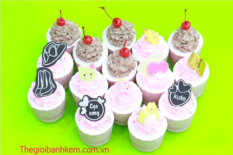 Bánh cupcake Mã CC08